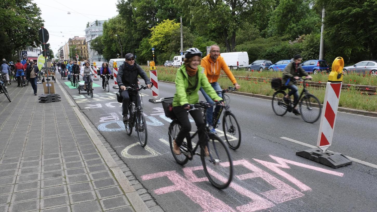 Nürnberg macht bereits Tempo: Bei einer Demonstration im Mai wurde eine Spur der Bayreuther Straße für zwei Stunden in einen Pop-Up-Radweg verwandelt.