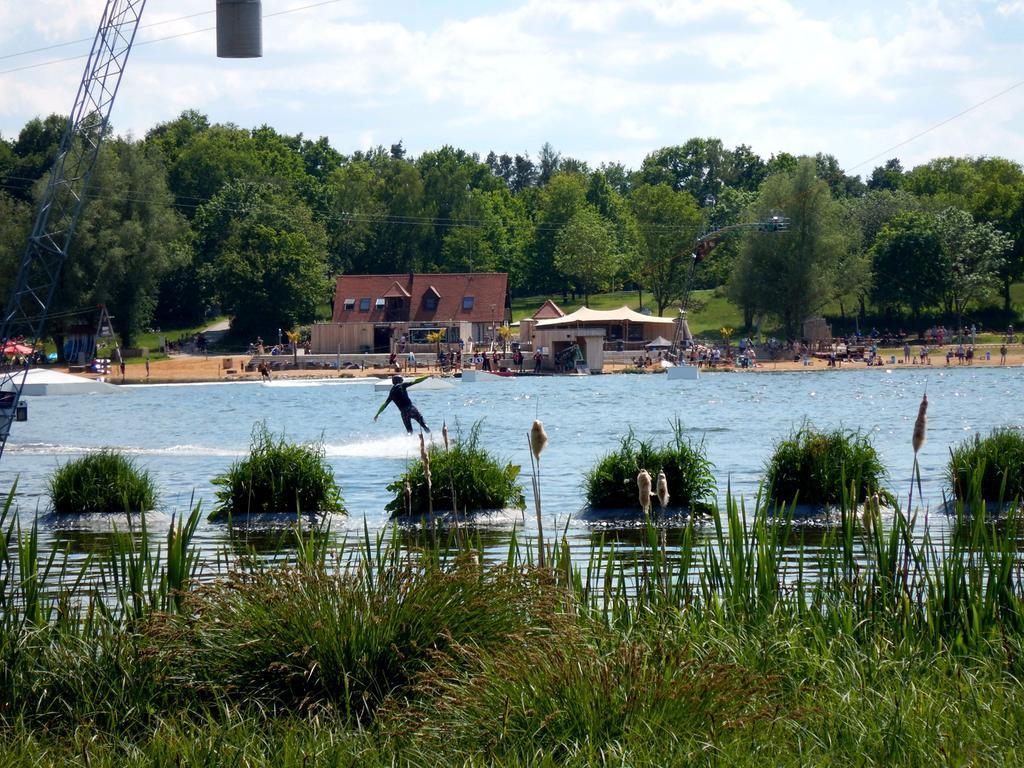 Horst Kuhn, Mai 2020 Christi Himmelfahrt Feiertag im Seenland  Die Wakeparkanlage am Kleinen Brombachsee unterhalb von Absberg erlebte einen  großen Ansturm.