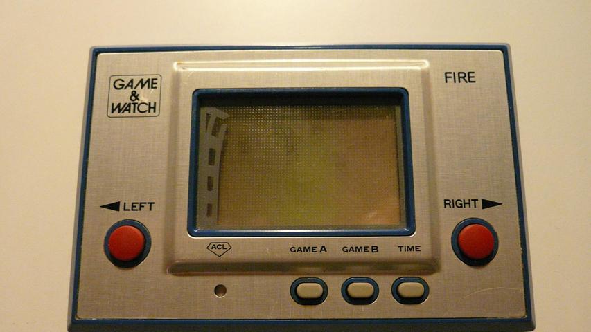 Denn langsam gewinnen auch mobile Spielekonsolen an Bedeutung. Der Microvision gilt als Vorreiter, hat aber auf dem Markt keine Zukunft – weil die Technik noch nicht ausgereift ist. Ein Neuling auf dem Markt verzeichnet aber ab 1980 große Erfolge: Es ist Nintendo, das von der