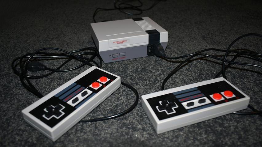 Die Bedürfnisse der Konsumenten kristallisieren sich in den 1980er-Jahren langsam heraus: Die Spiele müssen bunter sein, Soundeffekte sind wichtig – die Ära der 8-Bit-Konsolen ist geboren. Ihr vielleicht bekanntester Vertreter ist das Nintendo Entertainment System, im Volksmund als