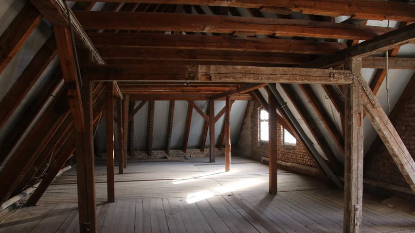 In den beiden ungenutzten Dachgeschossen entstehen neue Zimmer.