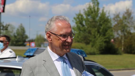 Als Sandra N. den Unfall verursachte, war Innenminister Joachim Herrmann (CSU) gerade mit seinem Dienstwagen auf der A3 unterwegs - er wurde zum Ersthelfer.