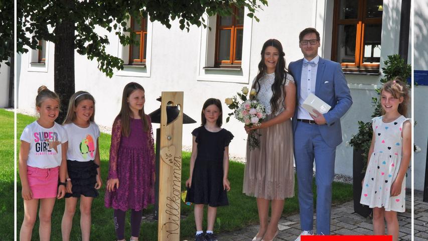 Vor sieben Jahren haben sich Verena Nunner aus Berngau und Matthias Praschl aus Postbauer-Heng über gemeinsame Freunde kennengelernt, am Samstag gaben sie sich im Deutschordensschloss Postbauer-Heng das Jawort. Die Trauungszeremonie leitete Standesbeamtin, Tanja Oettl, die dem Brautpaar viel Glück für den gemeinsamen Lebensweg wünschte. Für die Standesbeamtin war es eine Premiere, ihre erst Trauung, zudem ist die Braut eine Verwandte. Nach der Zeremonie standen Schüler und Arbeitskollegen sowie Freunde Spalier für das junge Paar und gratulierten. Die 25-jährige Grundschullehrerin in Pyrbaum und der 27-jährige Wirtschafts-Mathematiker haben ihren Lebensmittelpunkt in Neumarkt. Wegen Corona fand die Feier im engsten Familienkreis statt. Die große Feier und die Hochzeitsreise werden im Zuge der kirchlichen Trauung nachgeholt.
