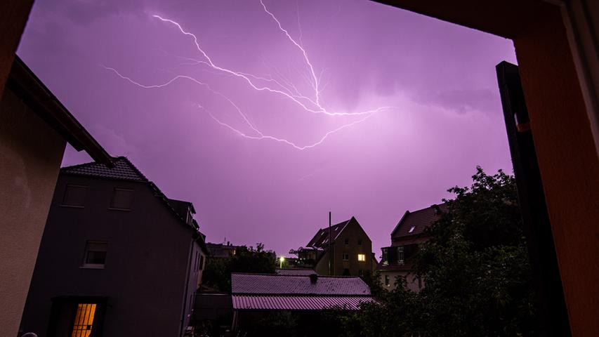 Spektakuläre Blitze: So heftig wütete das Unwetter in der Region