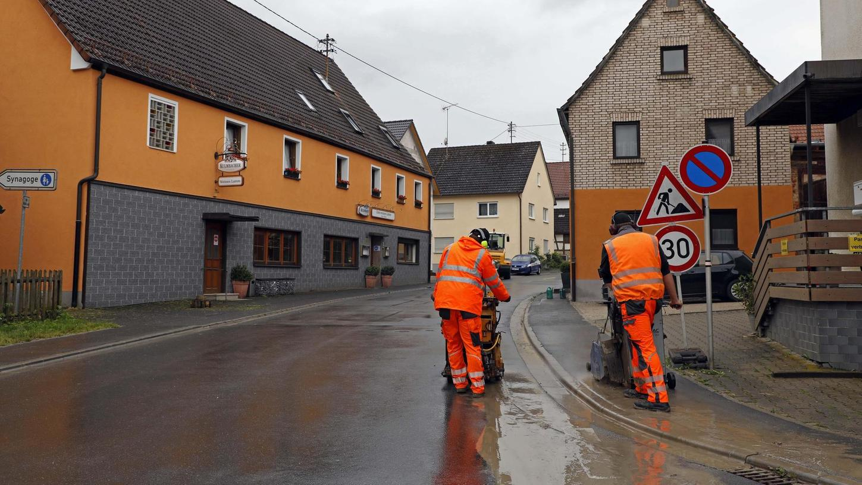 Die Ermreuther Hauptstraße erhält eine neue Asphaltdecke und die Anwohner wieder mehr Ruhe, so der Plan.