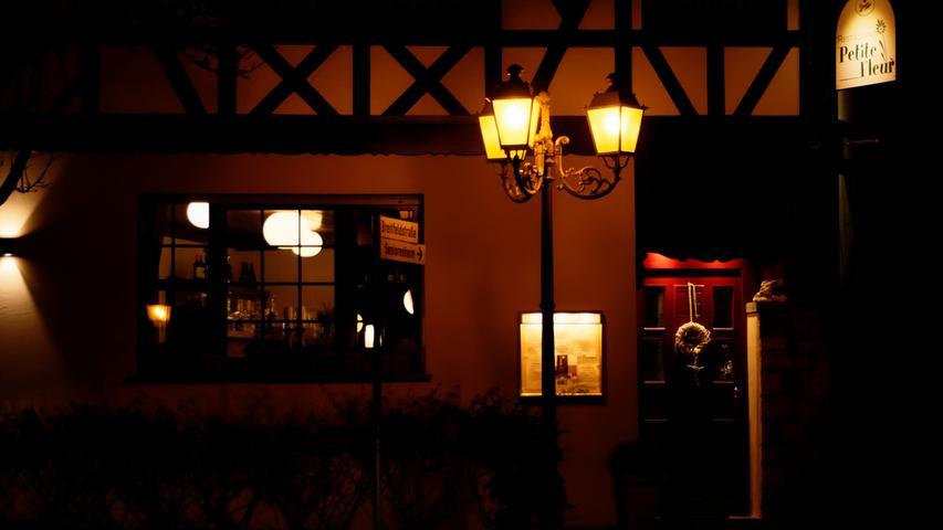 Wer bleibt nicht gerne während einer lauen Sommernacht länger sitzen: Zumindest bis 23 Uhr, also eine Stunde länger, darf die Gastronomie ab dem 17. Juni öffnen.