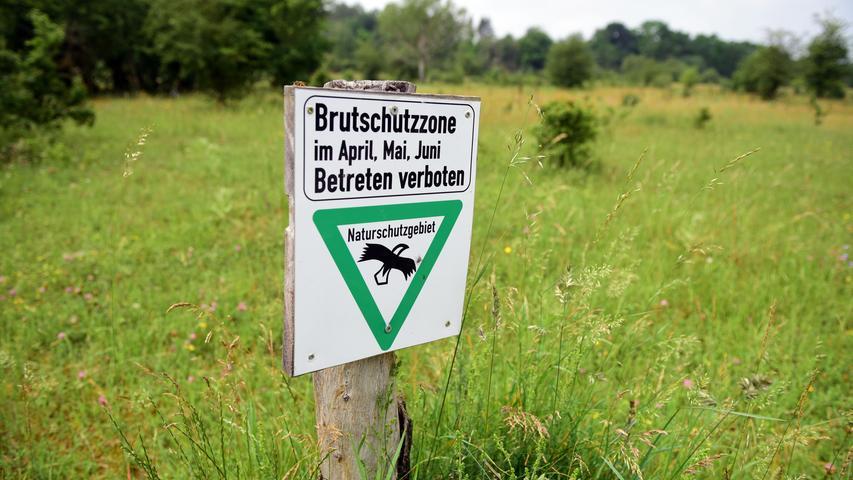 Schilder weisen auf die Schutzzonen hin.