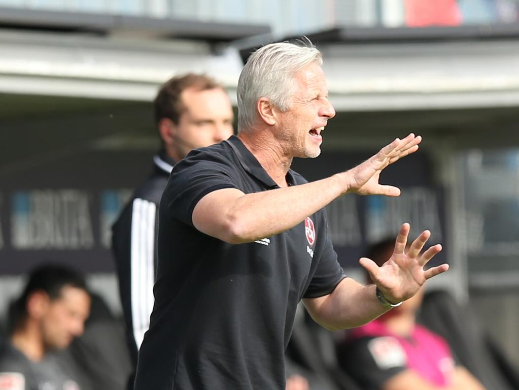 16.06.2020 --- Fussball --- Saison 2019 2020 --- 2. Fussball - Bundesliga --- 32. Spieltag: SV Wehen Wiesbaden SVWW - 1. FC Nürnberg Nuernberg FCN ( Club ) --- Foto: Sport-/Pressefoto Wolfgang Zink / DaMa --- ..DFL regulations prohibit any use of photographs as image sequences and/or quasi-video - only for editorial use --- ....Jens Keller (Trainer Cheftrainer Coach 1. FC Nürnberg / FCN ) zeigt an / gestikuliert / dirigiert / gibt Anweisungen