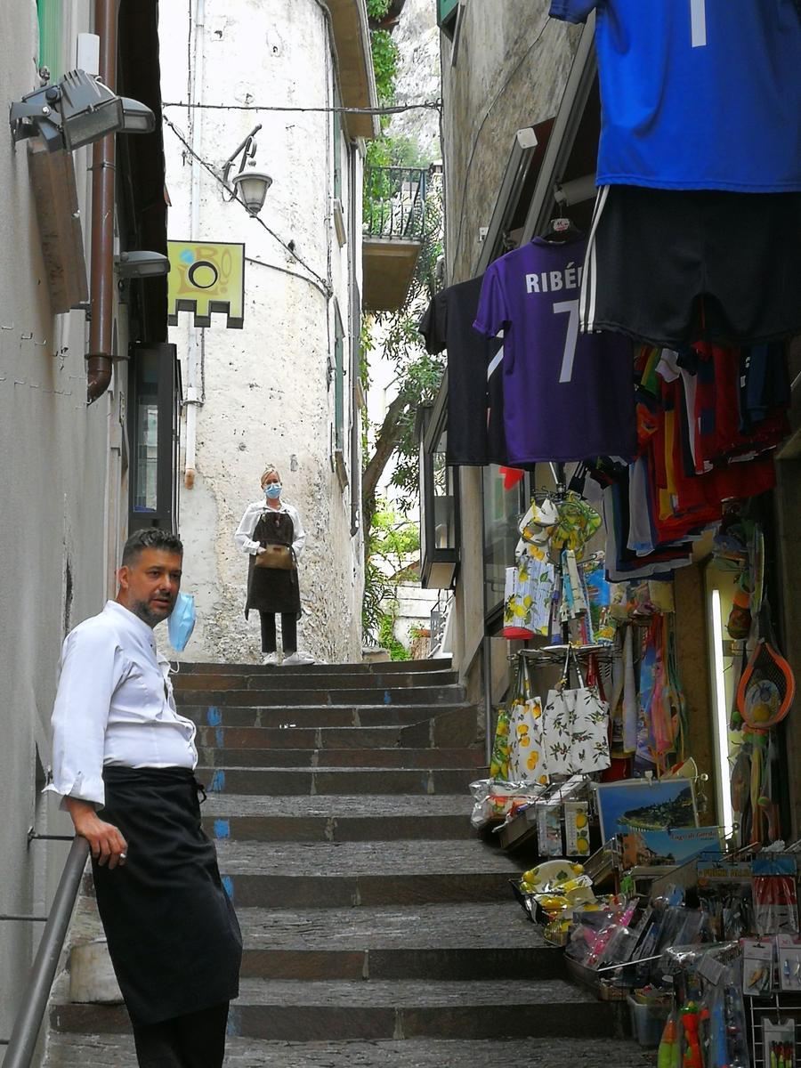 Händler in den Gassen warten auf Touristen.