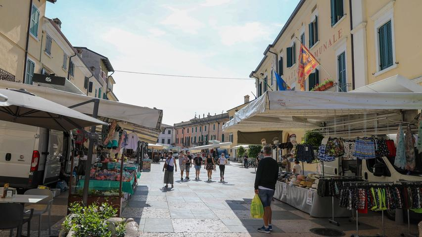 Wochenmarkt in Lazise mit wenig Besucher am ersten Tag nach der Grenzöffnung.