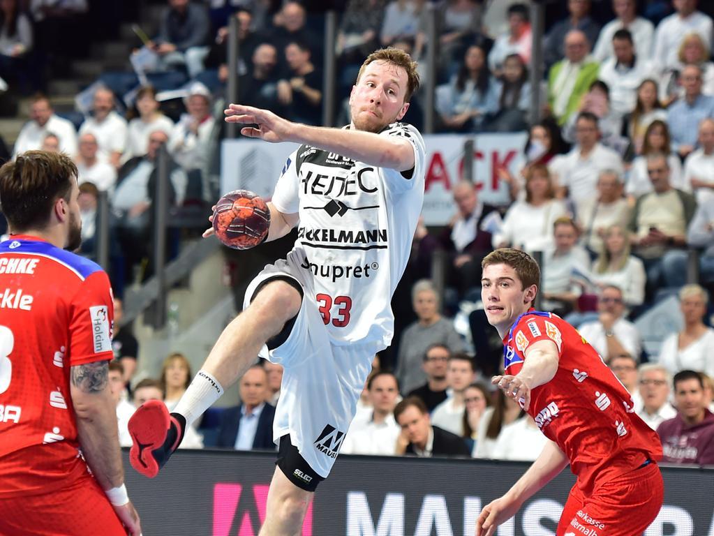 13.02.2020 --- Handball --- 1. Bundesliga LIQUI MOLY HBL --- Saison 2019 2020 --- 23. Spieltag: HC Erlangen Metropolregion Nürnberg HCE - HBW Balingen Weilstetten --- Foto: Sport-/Pressefoto Wolfgang Zink / OGo --- ..Nikolai Link (33, HC Erlangen HCE )