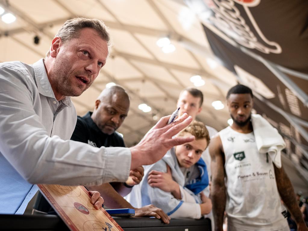06.03.2020 --- Basketball --- Saison 2019 2020 - 2. Bundesliga Pro-A --- 28. Spieltag: Nürnberg Falcons Basketball Club NBC - Tigers Tübingen --- Foto: Sport-/Pressefoto Wolfgang Zink / ThHa ---..Ralph Junge ( Trainer Geschäftsführer Headcoach Nürnberg Falcons BC NBC )