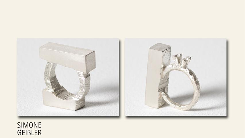 geb. 1974 in Neumarkt i. d. Obpf. lebt in Nürnberg Block 1 und 2 (2019) 3,5 x 3,5 x 1 cm Silber, gesägt erstmals im Wettbewerb vertreten  Ebenfalls gezeigt Block 3 (2019) 4,5 x 3,5 x 2 cm Silber, gesägt  Ebenfalls gezeigt Block 4 (2019) 3 x 3 x 1 cm Silber, gesägt