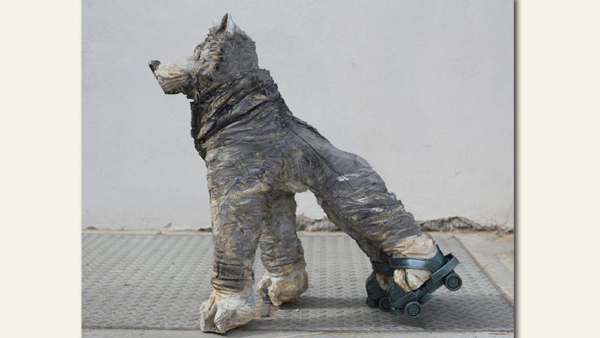 geb. 1990 in Dachau lebt in Betzenstein Sizilianischer Straßenwolf (2020) 75 x 70 x 35 cm Holz, bemalt