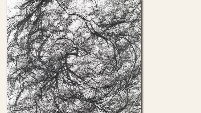 geb. 1963 in Forchheim lebt in Bamberg Bleistift nach Musik (2019) 90 x 90 cm Bleistift auf Papier