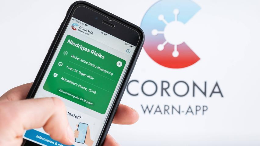 Die Corona-Warn-App hat in den vergangenen Monaten immer wieder neue Funktionen bekommen. Neueste Änderung: Sie funktioniert nun auch auf älteren Smartphones wie dem iPhone 5. Bisher haben etwa 25 Millionen Menschen die App heruntergeladen - um wirklich effizient zu arbeiten, müsste die Nutzerzahl aber noch steigen, sagen Experten.