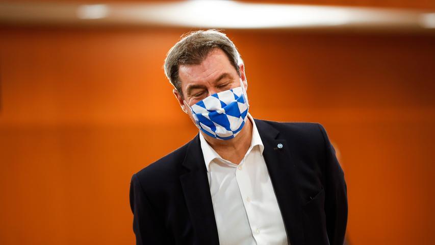 M wie Maske und Mund-Nase-Schutz: Vor Kurzem noch belächelt, dann Mangelware, inzwischen Pflicht in Bayern — der Mund–Nase-Schutz, der es rasch zum modischen Accessiore schaffte. Millionen Menschen wollen so eine Tröpfcheninfektion vermeiden. Eine Nürnberger Fleischerei wehrte sich kurzzeitig: