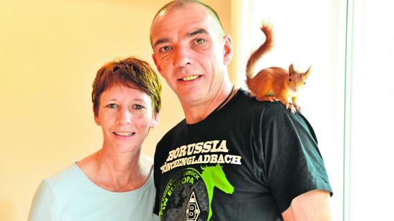 Eichhörnchen gerettet: Familie nimmt Nagetier bei sich auf