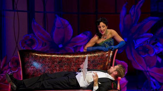 """Isabel Blechschmidt war als Hanna Glawari aus """"Die lustige Witwe"""" am Nürnberger Opernhaus (hier mit Ludwig Mittelhammer als Graf Danilo) eine gefragte Sängerin."""