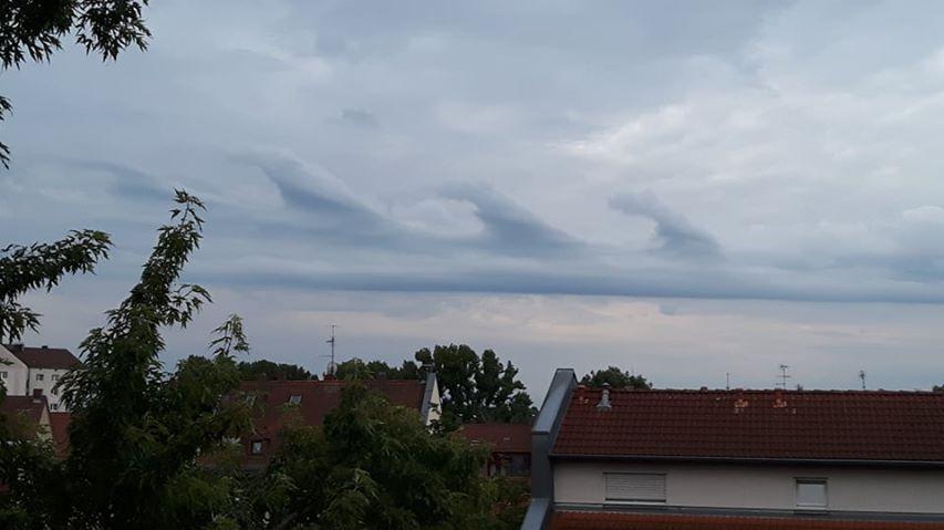 Am Sonntag fotografierte Annelies Popp dieses Wolken-Phänomen,die sogenannte Kelvin-Helmholtz-Instabilität