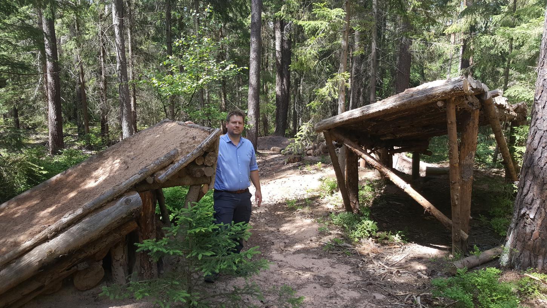 Johannes Wurm, Leiter des Forstbetriebs Nürnberg, hat im Reichswald am Schmausenbuck zahlreiche Schanzen von Mountainbikern entdeckt.  Das Gebiet ist durchzogen mit Trails und Schanzen.