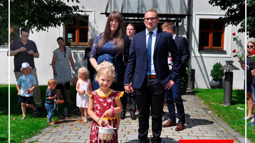 Jasmin Sedat und Ralf Pröpster haben im Deutschordenssschloss geheiratet. Im Beisein der Familie gab sich das Paar das Jawort. Kennengelernt haben sich die 3-jährige Kauffrau und der 31-jährige Maschinenbauingenieur im November 2015 durch gemeinsame Freunde. Nach der Trauung wartete ein langes Spalier. Anschließend wurde im Gasthof Weißer Löwe gefeiert. Die große Feier findet nach der Geburt ihres Sohnes statt, der im August zur Welt kommen wird.