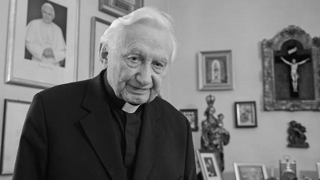 Georg Ratzinger, früherer Regensburger Domkapellmeister, Leiter der Regensburger Domspatzen, und Bruder des emeritierten Papstes Bendikt XVI, starb am 1. Juli 2020 und wurde 96 Jahre alt.