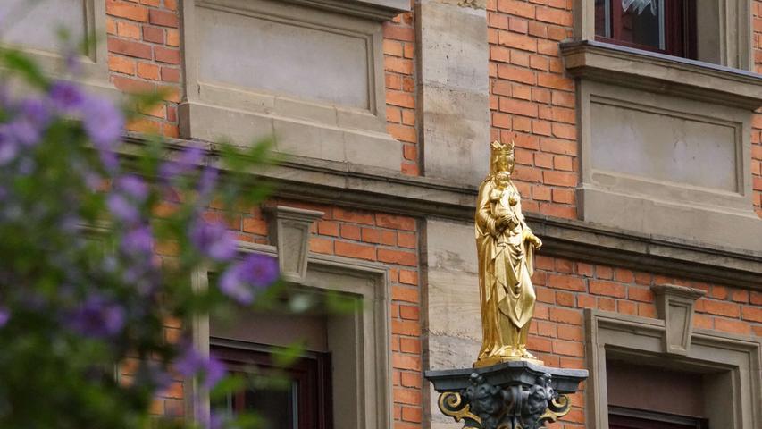 ; ; Mariensäule vor dem Kolpinghaus in Auerbach. Foto: Brigitte Grüner