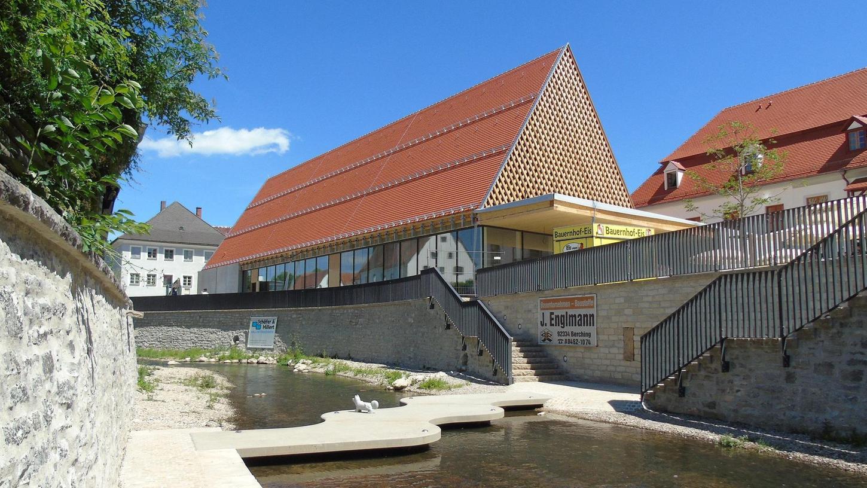 Die Halle ist im Außenbereich weitgehend fertig. Auch der Zugang von der Innenstadt über die Sulz ist begehbar. Der Haupt- und Finanzausschuss des Stadtrats hat nun die Nutzungssatzung verabschiedet.
