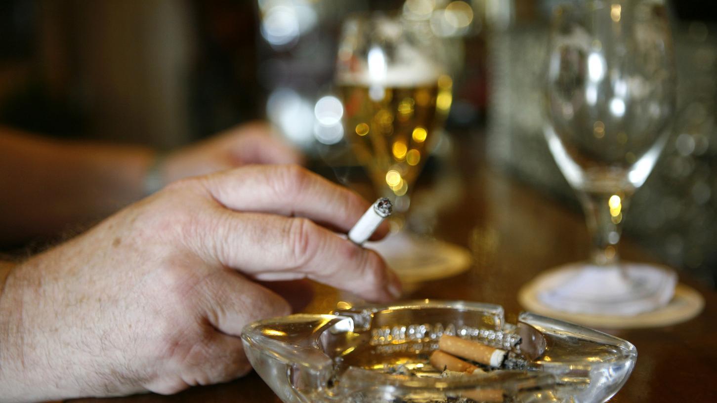 Ist das Rauchen in der Außengastronomie in mehreren englischen Städten und Kommunen bald Geschichte?