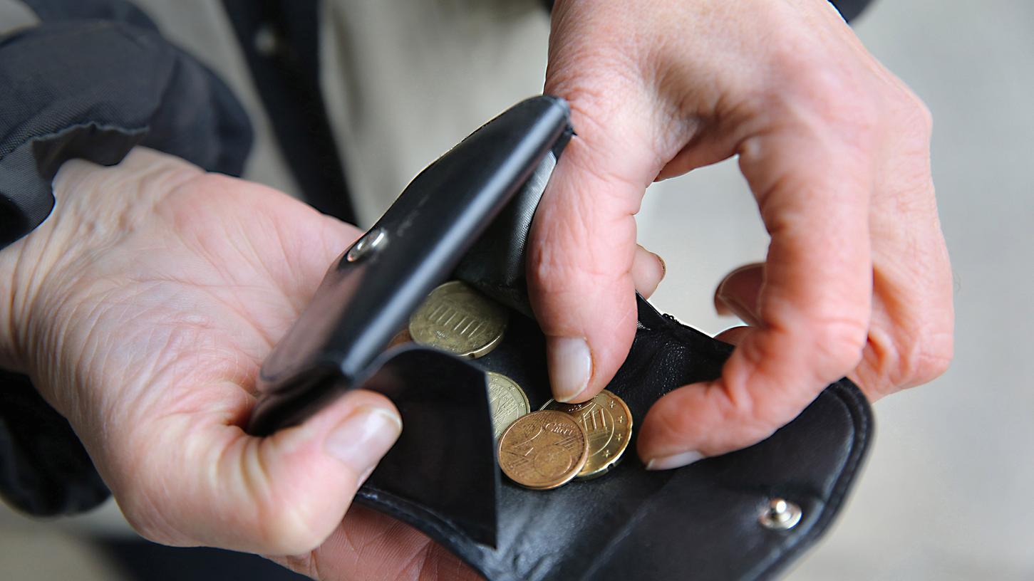 Bei Minijobbern ist das Geld oft knapp - und wenn ihr Betrieb coronabedingt schließt, macht es das nicht einfacher. Einen Anspruch auf Verdienstausfall hat das Bundesarbeitsgericht nun abgelehnt.
