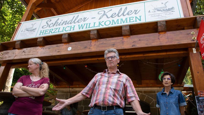 Birgit Hempel (links) ist die Wirtin am Schindler-Keller, der von Hans und Inge Schmitt verpachtet wird.