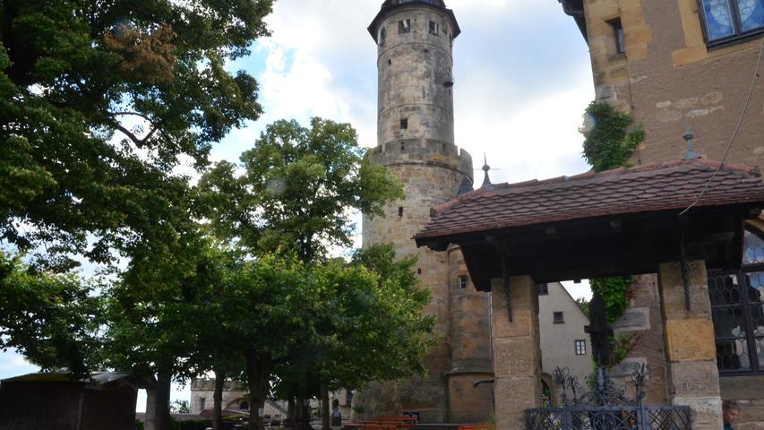 Seit 1109 gilt die Altenburg als eines der wichtigsten Wahrzeichen Bambergs. Auf einer Höhe von circa 400 Metern erhalten die Besucher einen einzigartigen Ausblick auf die Stadt. Vom 20. Mai bis zum 30. September bietet das Altenburg Restaurant einen Biergarten an. Neben einem hellen Lager von Weyermann bietet der Keller auch Mahrs Bräu Pils und U sowie Weizen von Maisel an. Zusätzlich dürfen sich die Gäste auf fränkische Küche freuen.