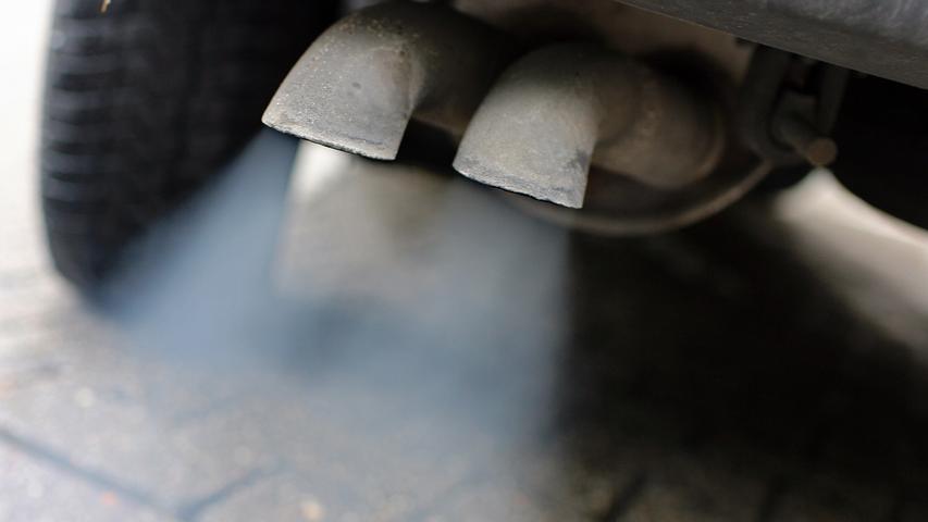 Apropos Abgasnorm: Etwas strenger wird auch das Messverfahren zur Bestimmung der Schadstoff-Emissionen. Pkw dürfen dann im sogenannten RDE-Test das eineinhalbfache des Laborgrenzwerts bei Stickoxiden nicht überschreiten.
