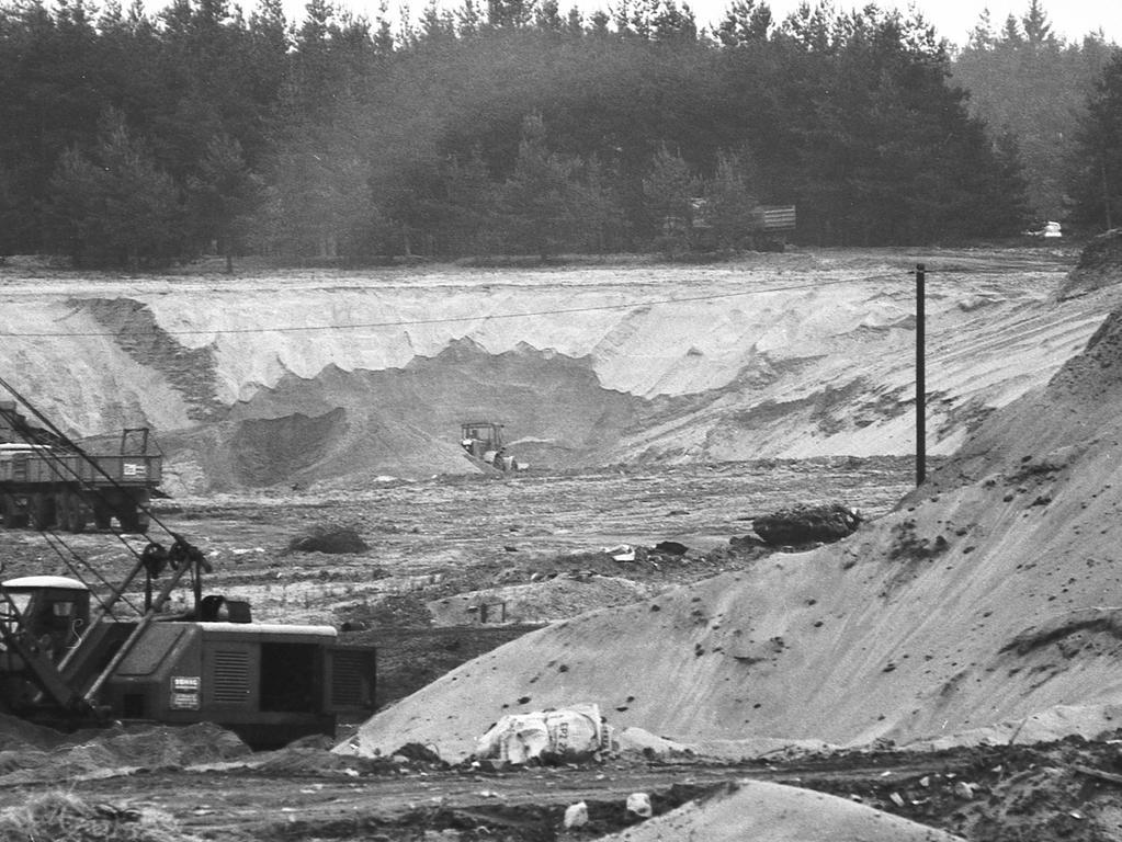 FOTO: NN / Bildrechte VNP, Fotograf nicht identifizierbar, .historisch; 1970er; unveröff. NN 27.06.1970..MOTIV: Nürnberg, Sandgrube, Sandabbau, Birkensee, Badesee, Naherholung, Erholung,.KONTEXT: