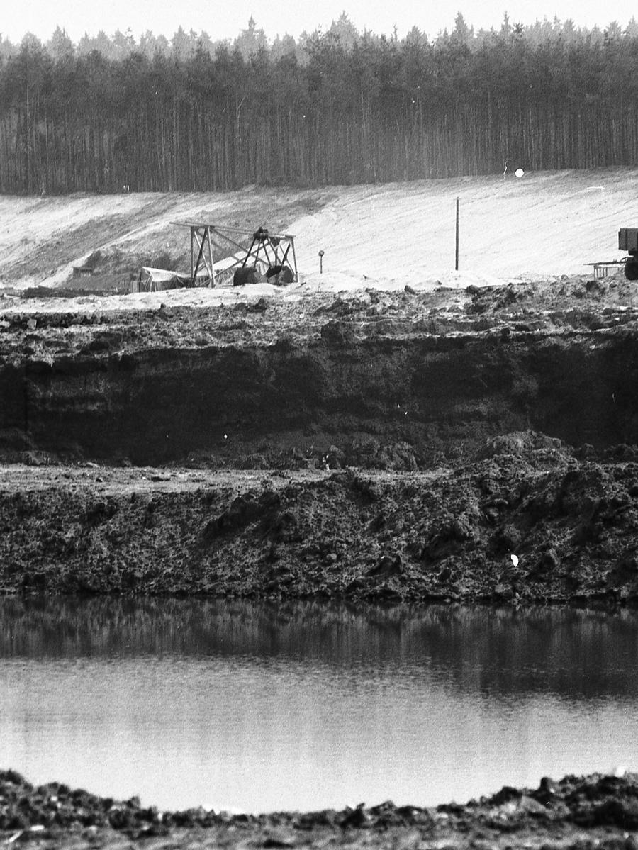 FOTO: NN / Bildrechte VNP, Fotograf nicht identifizierbar, .historisch; 1970er; veröff. NN 27.06.1970..MOTIV: Nürnberg, Sandgrube, Sandabbau, Birkensee, Badesee, Naherholung, Erholung, Planung.KONTEXT: