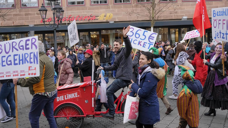 Viele Bürger hatten im Vorfeld immer wieder für ein 365-Euro-Ticket demonstriert.