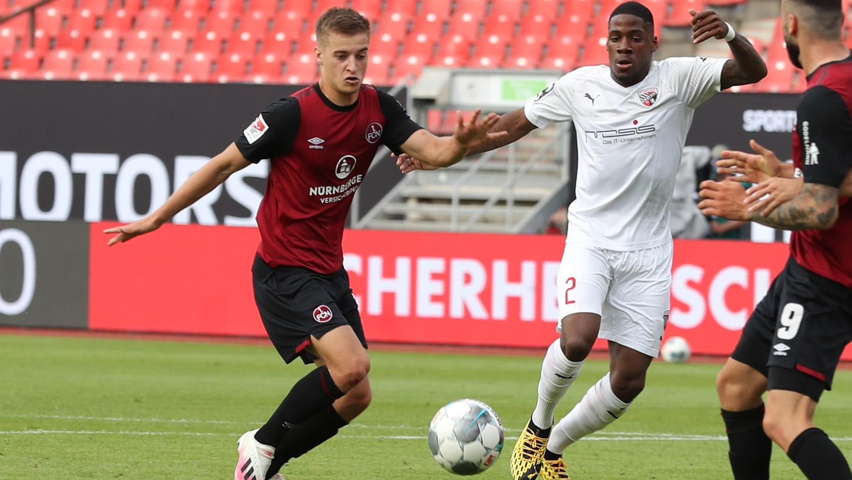 Er heißt Fabian Nürnberger, spielt für den 1. FC Nürnberg und trifft im Relegationsspiel gegen Ingolstadt zweimal in Nürnberg für den Club: Das sagt das Netz...