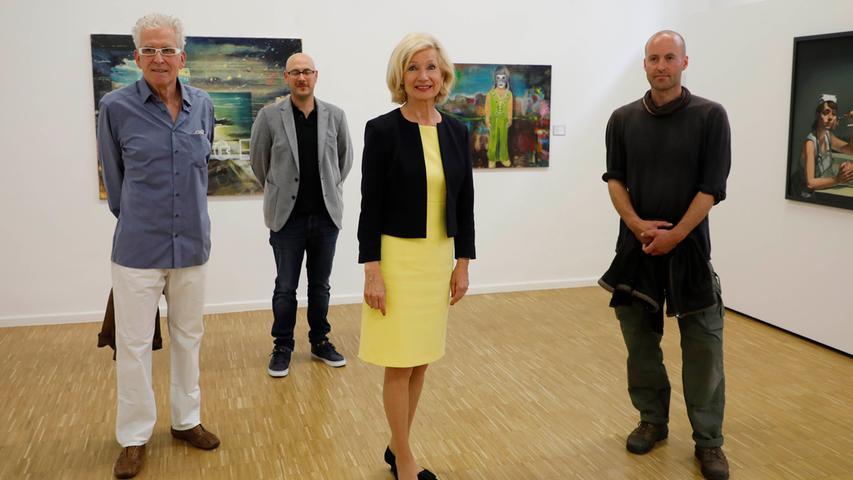 Die Jury-Vorsitzende, Nürnbergs Kulturbürgermeisterin Julia Lehner, mit den Hauptpreisträgern Stefan Schindler (1. Preis), Johannes Vetter (2.) und Günter Paule (3., von rechts).