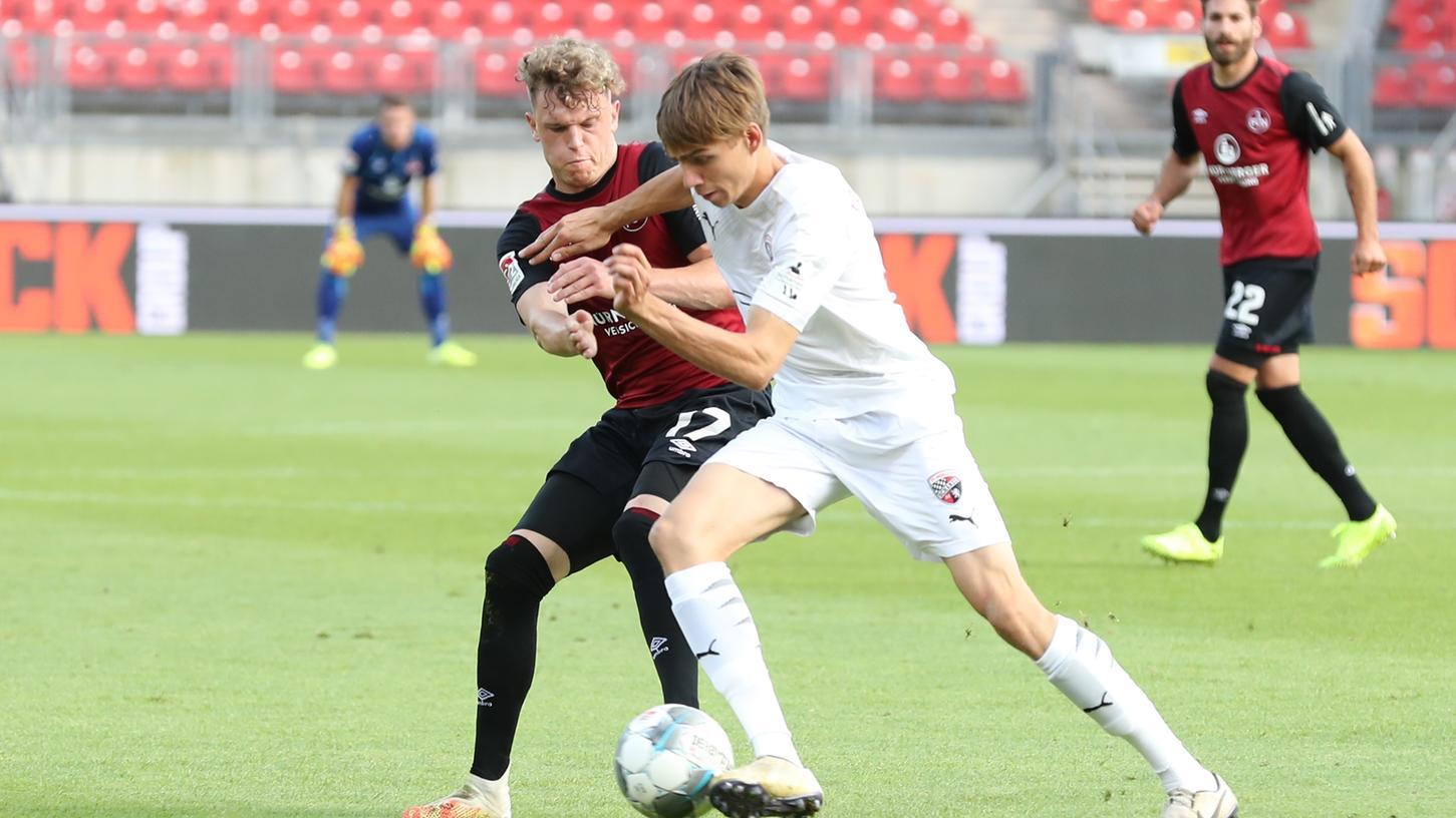 Der sonst so filigrane Tempodribbler Robin Hack überzeugte beim 2:0-Heimsieg gegen Ingolstadt besonders durch seine Einsatzbereitschaft.