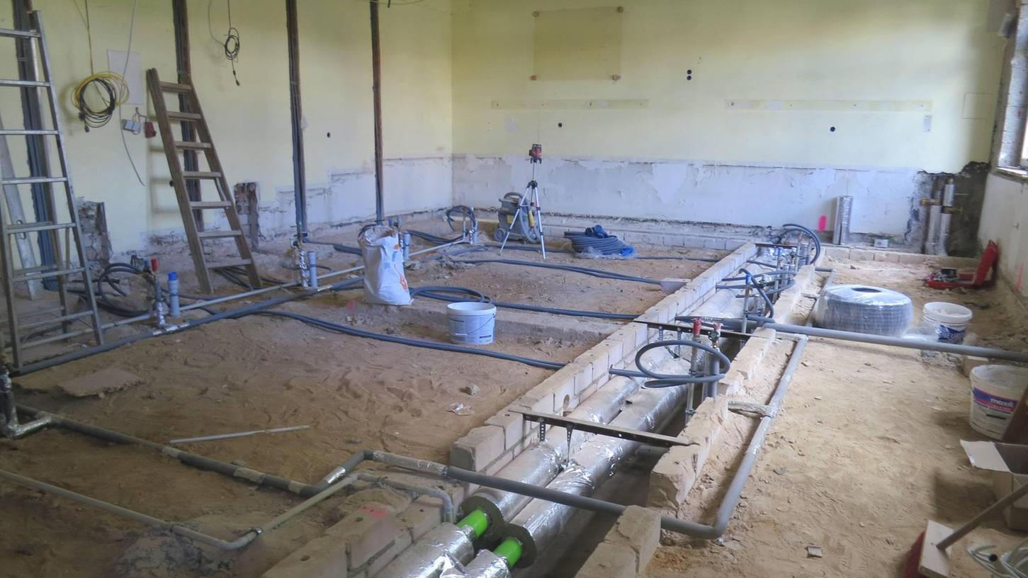 Von Grund auf saniert wird der Chemiesaal der Realschule. Bis September soll der Fachraum wieder zur Verfügung stehen. Der Zweckverband Realschule stellt für die Ausstattung 76 000 Euro zur Verfügung.