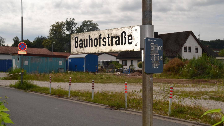 Bislang dient das Grundstück an der Bauhofstraße als Lagerplatz, doch in ein paar Jahren könnten hier Senioren wohnen.