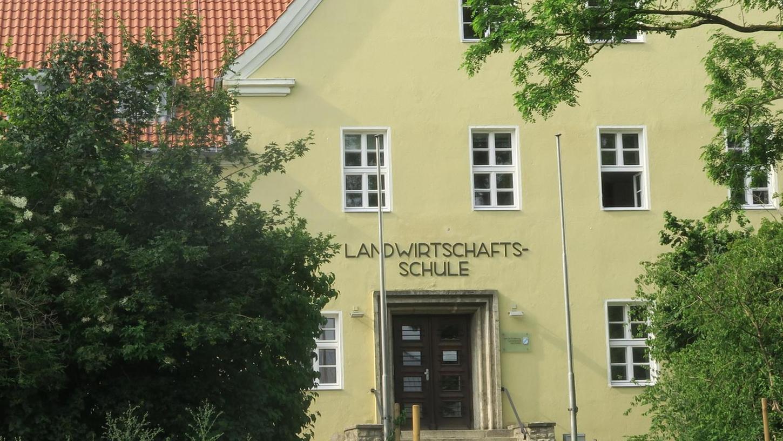Für ein paar Stunden stand das Aus der Uffenheimer Landwirtschaftsschule schon fest, dann intervenierten die regionalen Politiker. Jetzt bleibt sie doch geöffnet.