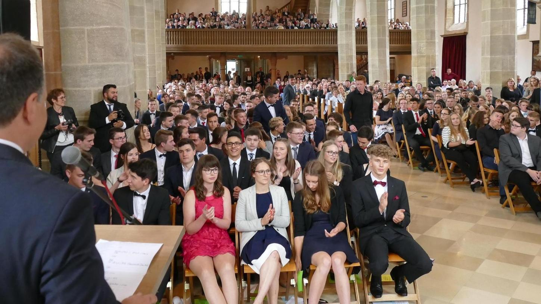 Die Andreaskirche platzte bei der Verabschiedung der Abiturienten auch in den vergangenen Jahren bereits immer aus allen Nähten. So voll darf es heuer wegen der geltenden Corona-Regelungen nicht werden.