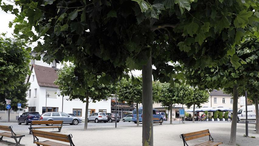 Noch im Sommer 2020 soll sich der geschotterte Marktplatz in einen Strand in der Stadt verwandeln. Der Stadtrat hat das Vorhaben genehmigt.
