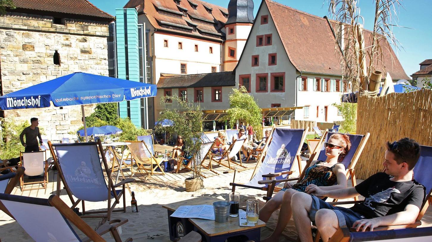 2017 lockte der Kaiserstrand auf die Bastion hinter der Kaiserpfalz. Nach einem Brand im Frühjahr 2018 ist der Strandsommer in Forchheim an dieser Stelle Geschichte.