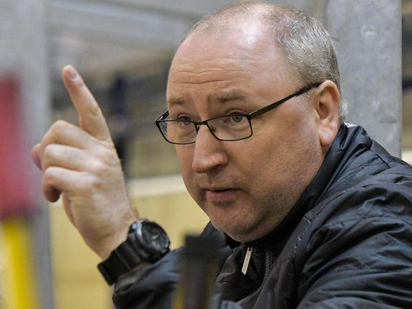 """""""Geht es gut, bist du für zwei Minuten der Held, geht es schief, bist du der Depp"""": Frank Fischöder als Trainer der deutschen U18-Nationalmannschaft."""