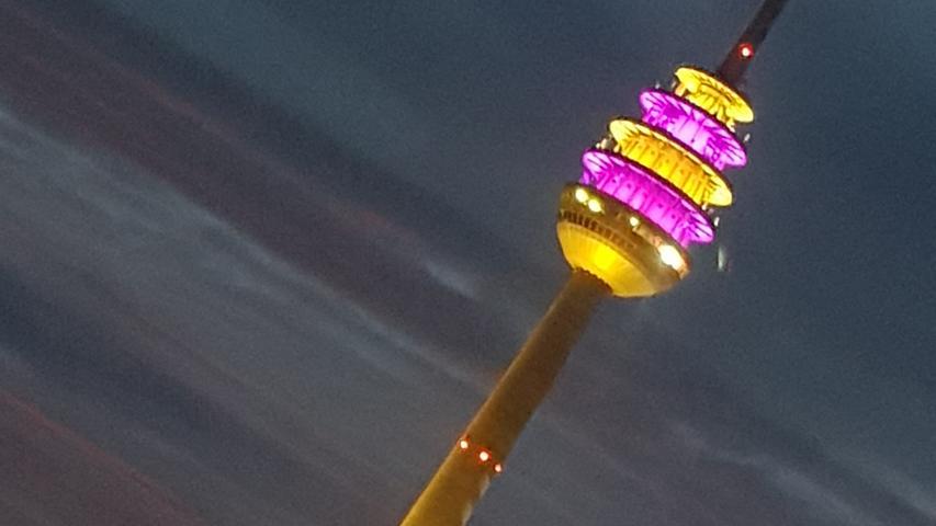 Spektakel am Fernsehturm: Darum leuchtete das Nürnberger Ei bunt
