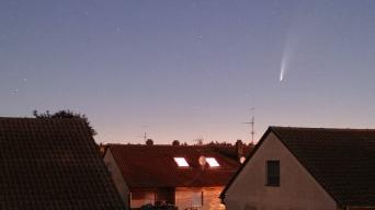Ein User schickte uns dieses Bild des Kometen am Sonntagmorgen über Nürnberg-Fischbach.