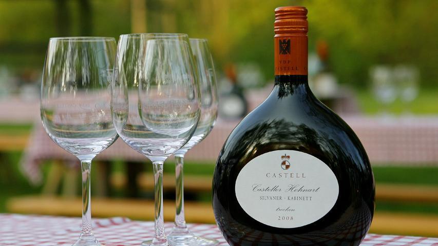 11. Wir haben den Wein. Und unsere ganz typische Flasche dafür: Den weltberühmten Bocksbeutel.